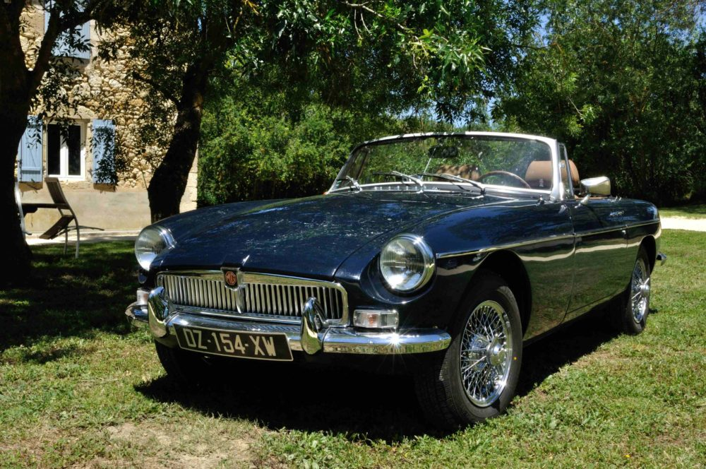 Classic Cars in Gers MGB bleue