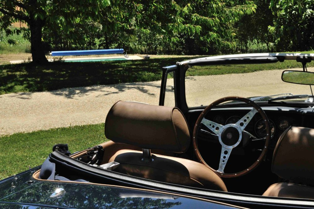Classic Cars in Gers MGB bleue 3