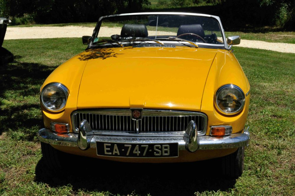 Classic Cars in Gers MGB jaune