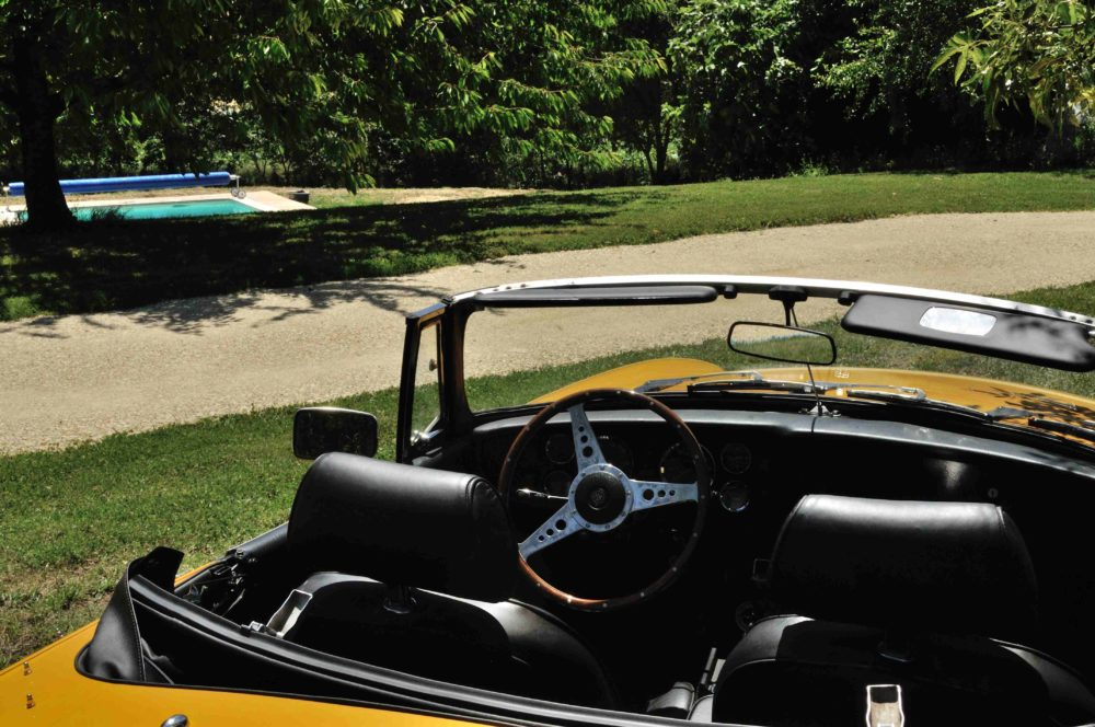 Classic Cars in Gers MGB jaune 3